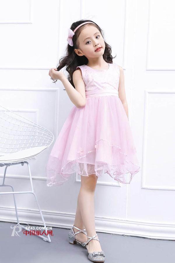 适合小女孩的连衣裙有哪些 班吉鹿时尚连衣裙推荐
